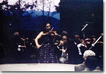 Judith Aller performing Conus Violin Concerto with orchestra