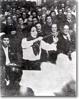 Judith Aller conducting in Finland